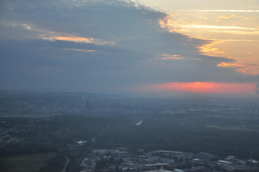 Sunriseflug mit Blick auf Ulm. Die Kaltfront ist bereits zu erkennen